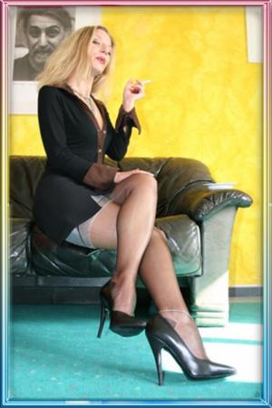 domina strenge erziehung bei telefondomina 300x450 Telefonsex Nutten bei Hot Girls MyEroticPlace